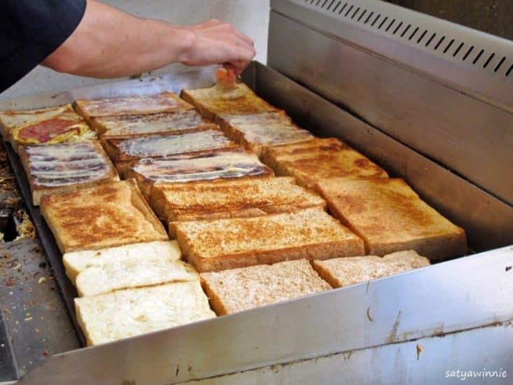 Roti Gempol atau Roti Gandum