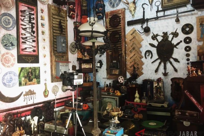 3 Pasar Loak Bandung Murah Terlengkap, Terpopuler & Legendaris                                        5/5(1)